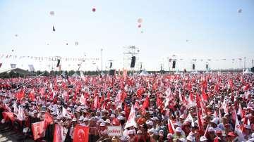 Стотици хиляди демонстрираха пробуждането на турската опозиция