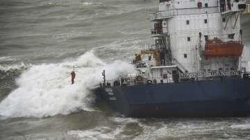 Товарен кораб заседна на брега на Мраморно море