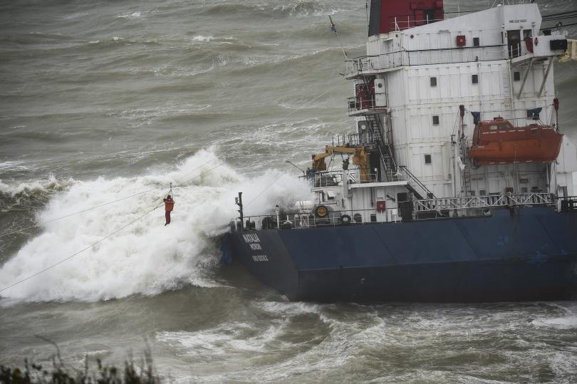товарен кораб заседна брега мраморно море