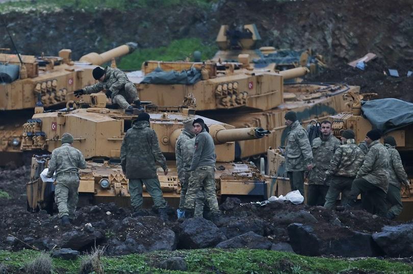 Хиляди цивилни бягат от кюрдския анклав Африн в Северна Сирия,