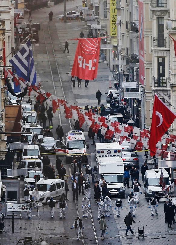снимка 3 Няма данни за пострадали българи при атентата в Истанбул