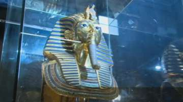 Маската на Тутанкамон отново в музeя в Кайро след реставрация