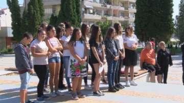 Приятели и близки почетоха паметта на загиналото на пешеходна пътека момиче