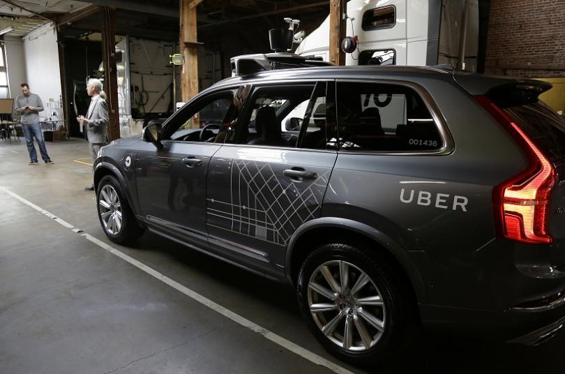 """Безпилотен автомобил на компанията """"Юбер"""" (Uber) удари жена, която почина"""