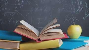 МОН ще следи разбираеми ли са новите учебници
