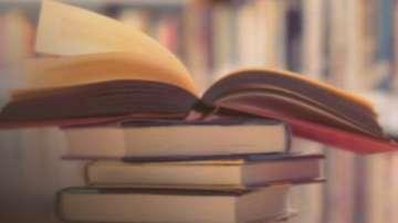 Министър Вълчев: Издателствата да коригират учебниците по история за 10 клас