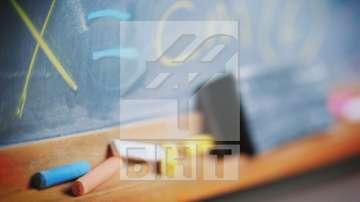 МОН: В 60 училища в страната са преустановени учебните занятия