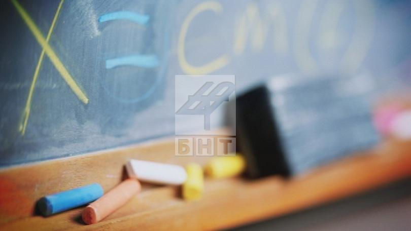 мон училища страната преустановени учебните занятия