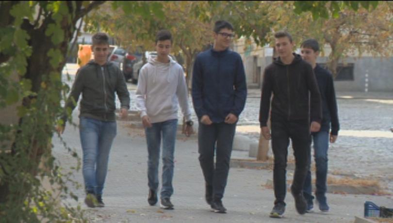 Петима деветокласници от столичната Финансово- стопанска гимназия намериха и върнаха
