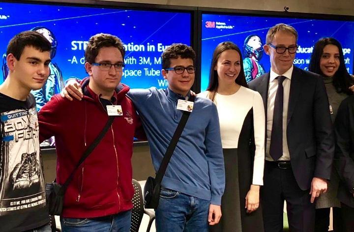 Снимка: Български ученици бяха наградени в Брюксел от световни компании