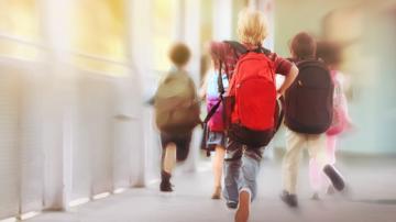 Депутатите решиха да няма детски добавки при 5 отсъствия от училище