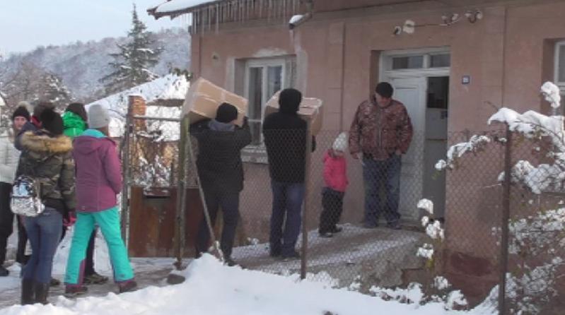 снимка 1 Младежи от столично училище помагат на възрастни хора в обезлюдени села