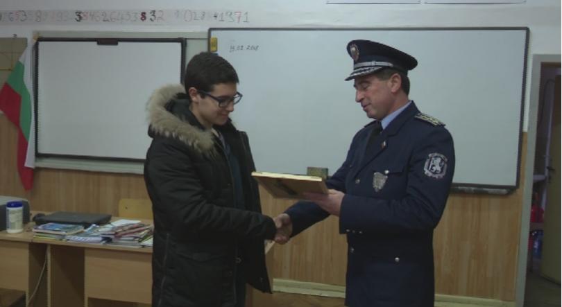Десетокласник от Ямбол стана причина да бъде заловен престъпник, направил