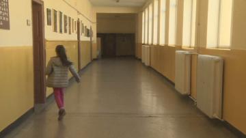 Родител удари в главата съученичка на дъщеря си в столично училище