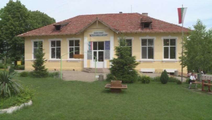 """Само три деца са отпаднали от началното училище """"Св. св."""