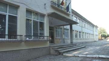 Жителите на село Правда сами построиха физкултурен салон за местното училище
