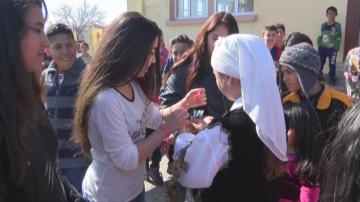 Как училищен директор обедини българчета, сирийци и иракчани в Харманли?