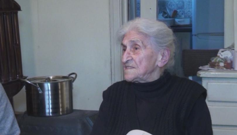 90-годишна бивша преподавателка по математика от карловското село Васил Левски