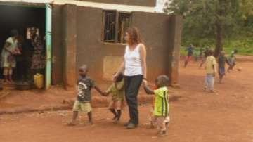 Българи финансират образованието на деца-сираци в Уганда