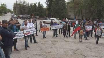 Жителите на село Ъглен протестираха рещу разкриването на кариера в района
