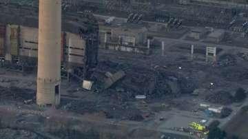 Издирват затрупани под останките на рухналата електроцентрала във Великобритания
