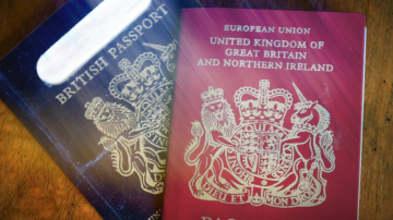 След Брекзит: Тъмносини паспорти за британците, произведени във Франция