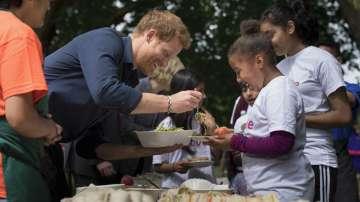 Британският принц Хари с любимата си на романтично пътешествие в Африка