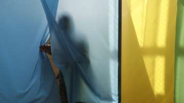 Двамата претенденти за президент на Украйна гласуваха на изборите