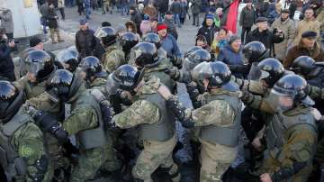 Сблъсъци и пострадали в центъра на Киев