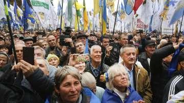 Протестиращите в Киев се отправиха от Върховната рада към президентството