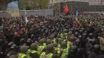 Хиляди украинци блокираха парламента в Киев
