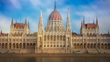 Унгария прие закона Спрете Сорос, криминализиращ помощта за нелегални мигранти
