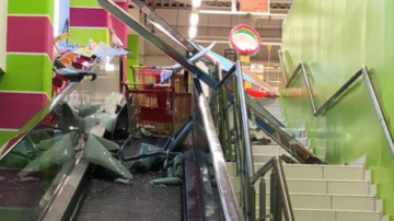 След бурята във Варна: 3 деца пострадаха при счупване на стъкло в голям магазин