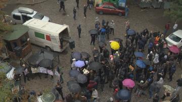 Привърженици на Атака протестират пред БНТ