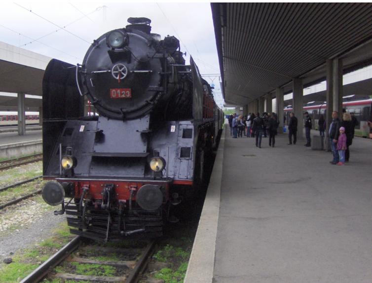 Снимка: Ретро влак с парен локомотив и царски вагон до Кюстендил и обратно