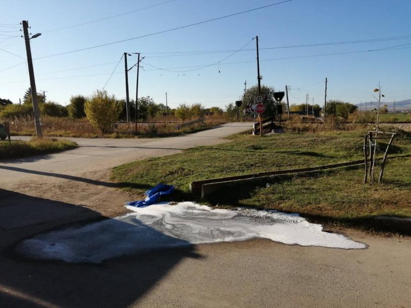 снимка 3 Влак удари кола на жп прелез в софийско село, загинала е жена