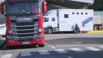 Белгийската полиция задържа 12 живи мигранти в хладилен камион