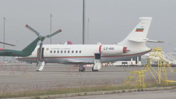 Спират авариралия правителствен самолет, докато не установят проблема
