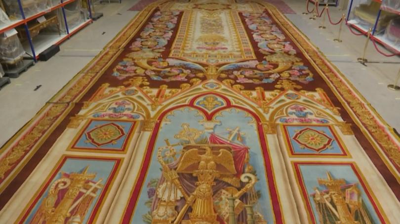 25-метров килим, спасен след пожара в парижката катедрала Нотр Дам,