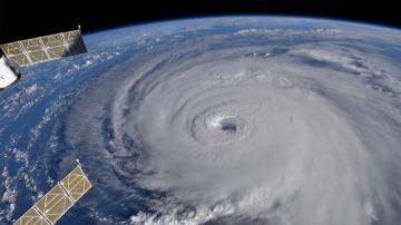 Oпустошителната стихия Флорънс отслабна до тропическа депресия