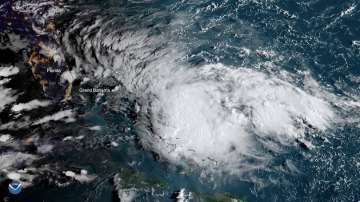 Ураганът Умберто връхлетя Бермудските острови