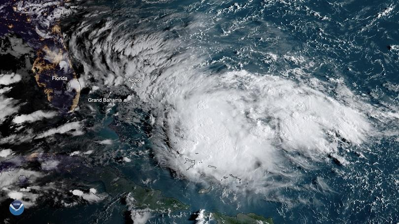 Тропическата буря Умберто удари Бахамите