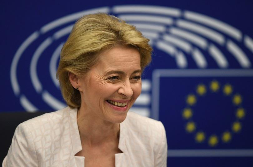 Урсула фон дер Лайен стана първата жена, избрана за председател