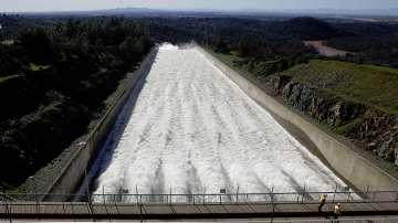 Масова евакуация заради опасност от преливане на язовир в Калифорния
