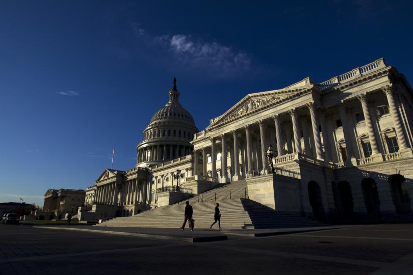 Законодателите в Арканзас и Оклахома скърбят за загубата на двама