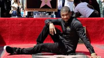 Ъшър откри звездата си на Алеята на славата в Холивуд