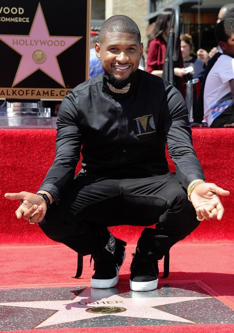 снимка 1 Ъшър откри звездата си на Алеята на славата в Холивуд