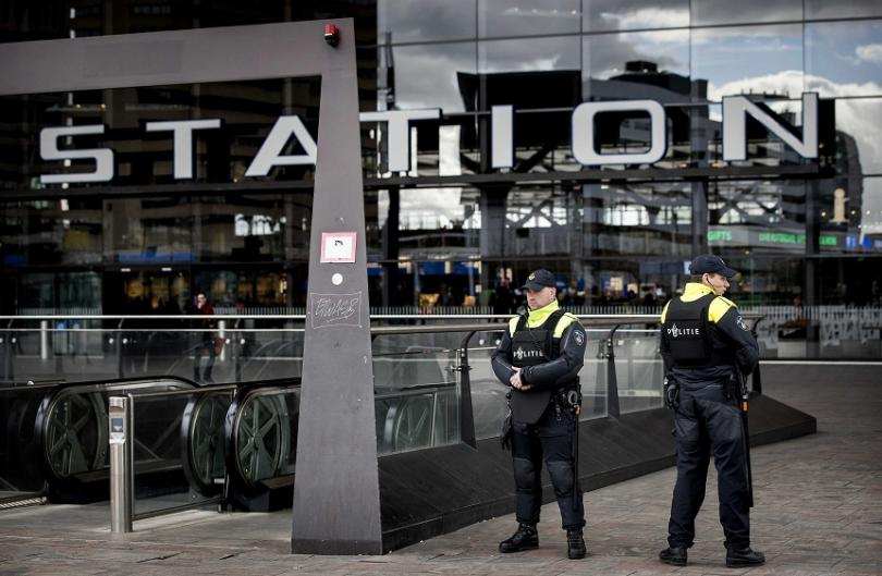 Трима души загинаха при стрелба в трамвай в холандския град