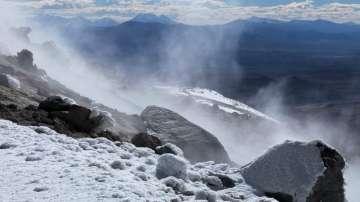 Учени откриха странно езеро под вулкан