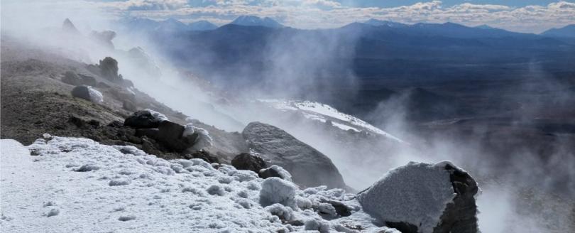 учени откриха странно езеро вулкан